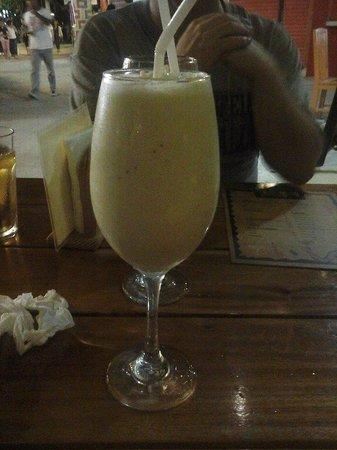Tres Amigos Boracay: The banana shake (130p - US $2.95) comes in a big glass!