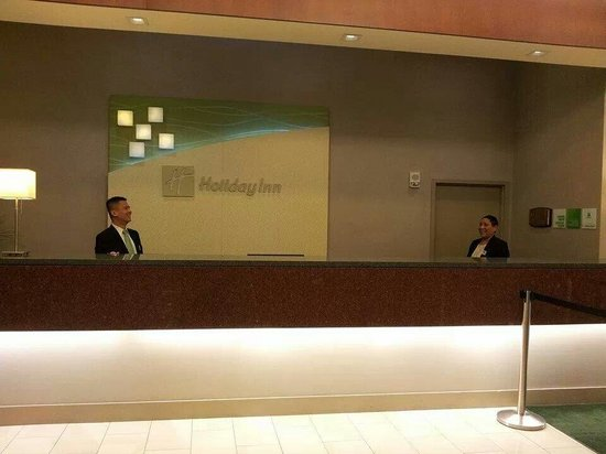 Holiday Inn Civic Center (San Francisco): 2 great people running d show Steve n Ana.