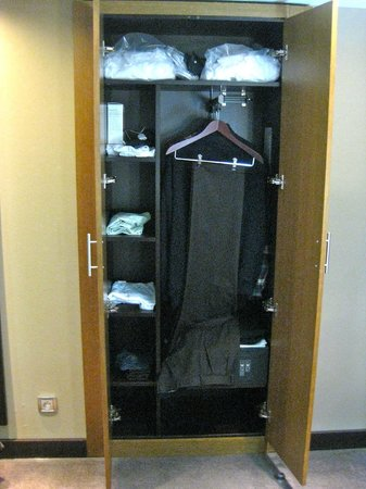 Holiday Inn Paris-St. Germain Des Pres : The wardrobe for mini people