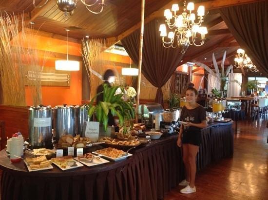 Raices Esturion Hotel: Desayuno en el hotel