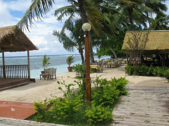 La Digue Island Lodge : Frühstücks + Abendessenbereich bei schönem Wetter