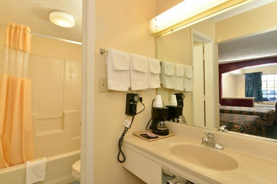 Americas Best Value Inn & Suites - Jackson Coliseum: Bathroom