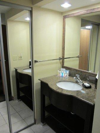Hampton Inn & Suites Fort Myers Beach / Sanibel Gateway: Our room