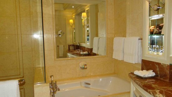 Four Seasons Hotel Doha: Bathroom