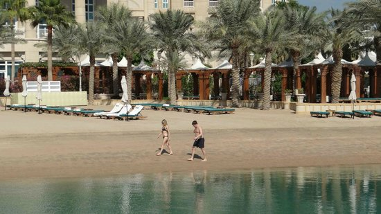 Four Seasons Hotel Doha: The sandy coast is amazing