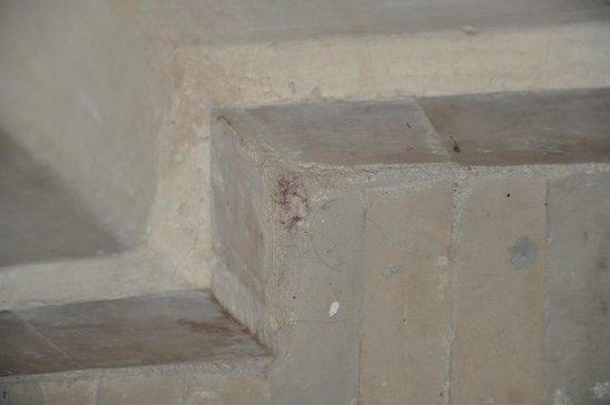 Palais Riad Calipau Marrakech: Dirt in the bathroom