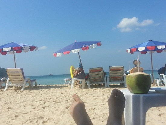 Nai Harn Beach: 椰子超好喝