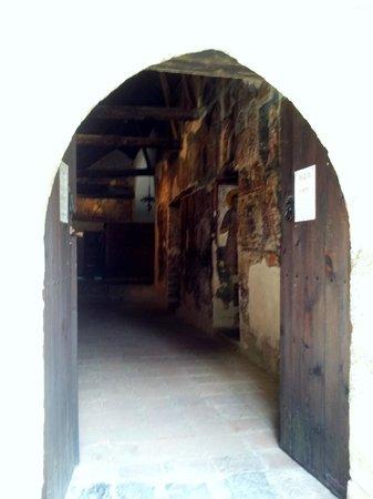 Ioannis Lampadistis (John Lampadistis Monastery): The entrance - glimpse of frescoes