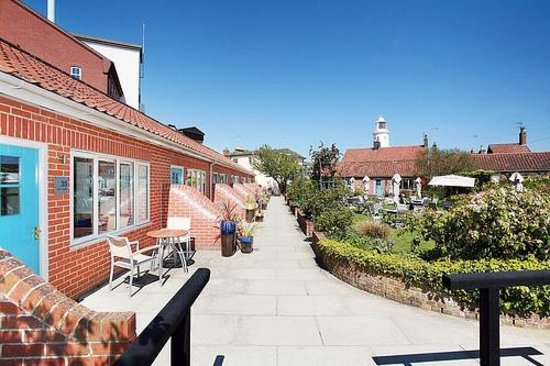 The Swan Hotel: Hotel Garden surrounded by Lighthouse Rooms