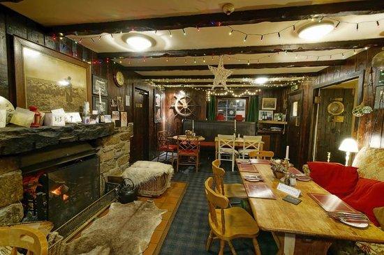 The Glenelg Inn: Pub