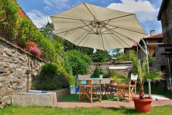 Villa Vuchev: garden