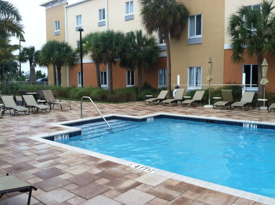 The Holiday Inn Express & Suites Marathon: pool