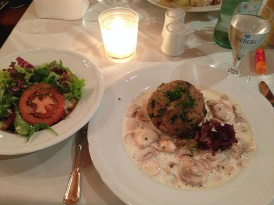 Hotel Adler: Spinat-Käse-Knödel an Pilzsauce