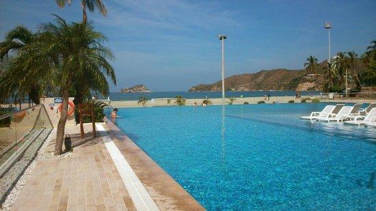 Hotel Tamaca Beach Resort: Hermosa piscina