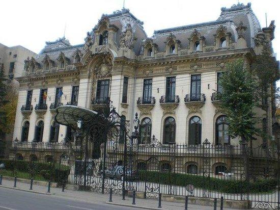 Victoriei Street: Дворец Кантакузино - Национальный музей Джордже Энеску.