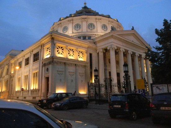 Victoriei Street: Ateneul Roman