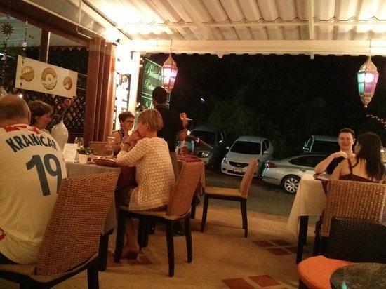 Bussaba Thai Restaurant : it is a half open restaurant