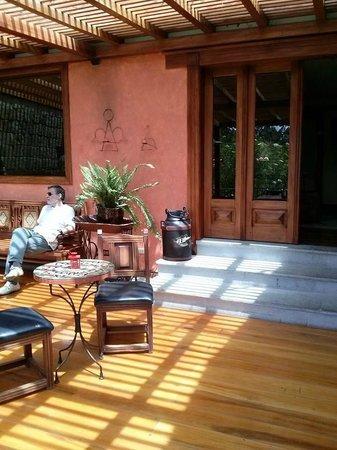 Hacienda Abraspungo: salon de descanso o lectura