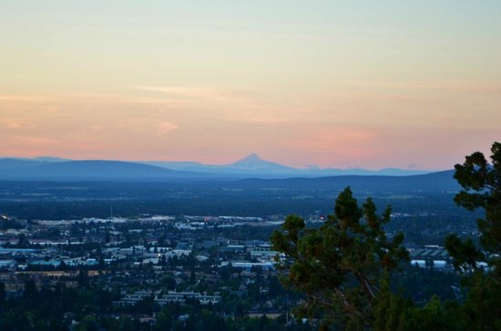 Pilot Butte State Scenic Viewpoint: Mount Hood from Pilot Butte