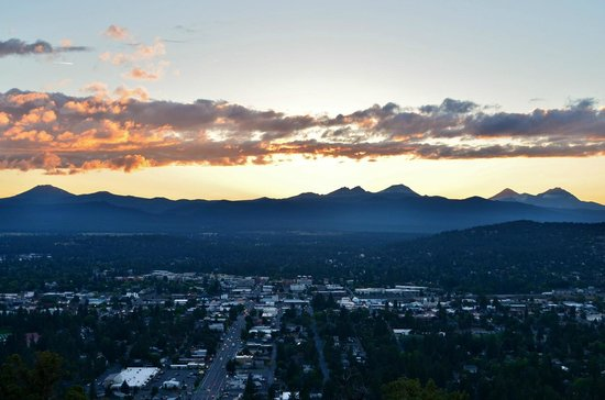 Pilot Butte State Scenic Viewpoint: Sunset over Bend