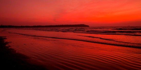 Miramar Beach: Sunset Captured Redhanded