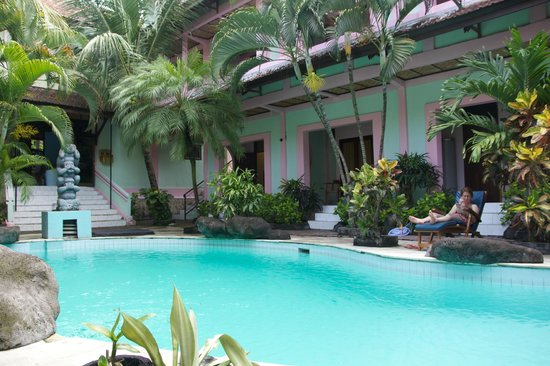 Villa Puri Royan : Relax by the pool