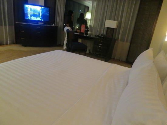 The Peninsula Manila: grand deluxe corner room