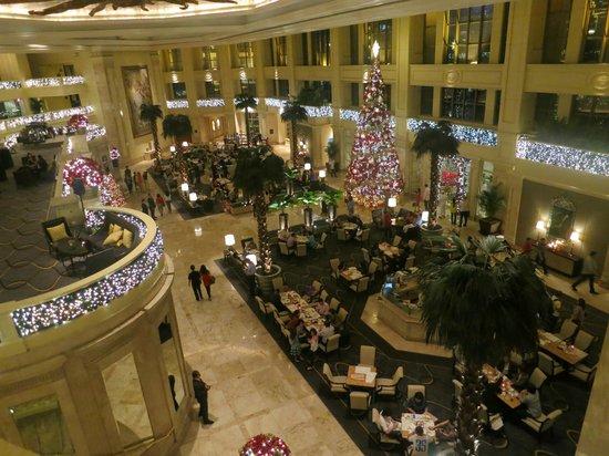 The Peninsula Manila: festive lobby
