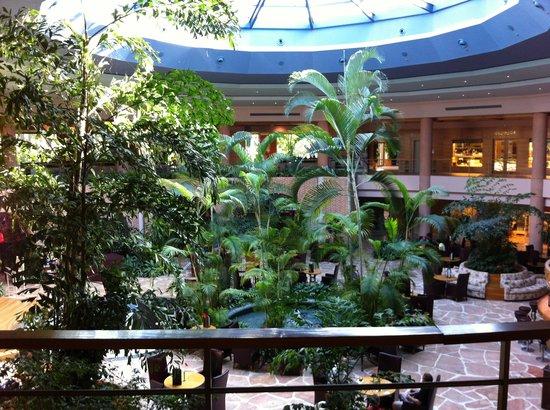 Gloria Verde Resort and Spa: Холл основного здания