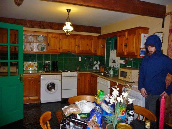 Atlantic View Cottages: kitchen