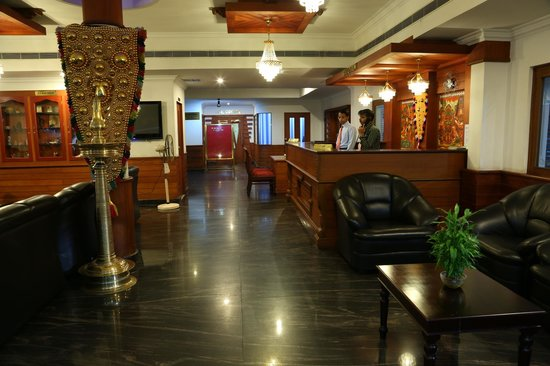 Hotel Gee Bee Palace: Reception and lounge
