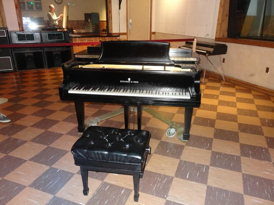 RCA Studio B: THE PRESLEY PIANO