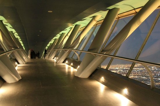 Tour du Kingdom Centre : The small walkway between the two parts of the Kingdom Tower.