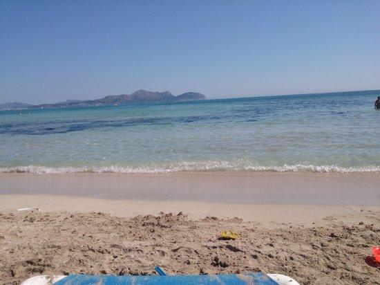 SuneoClub Haiti: beach at bottom of road