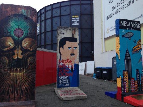 Checkpoint Charlie: части берлинской стены
