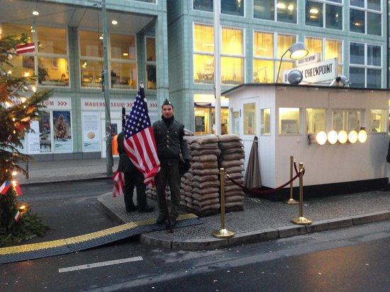 Checkpoint Charlie: чекпоинт