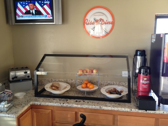 Quality Inn & Suites Huntington Beach Fountain Valley: Breakfast