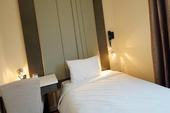 Baltimore Hotel: Single Room