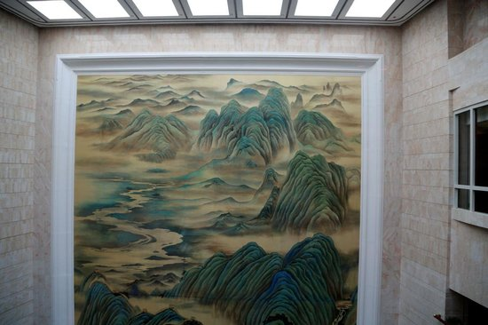 Island Shangri-La Hong Kong : Worlds largest indoor mural