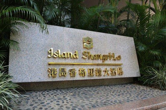 Island Shangri-La Hong Kong : Exterior Sinage