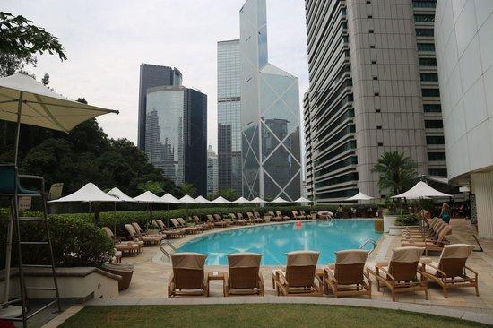 Island Shangri-La Hong Kong : Pool Area