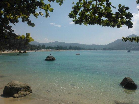 Skyla's Beach House : отличный вид на море и  пляж Камала