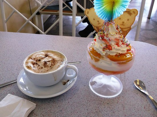 Deal Beach Parlour: Peach Melba and coffee