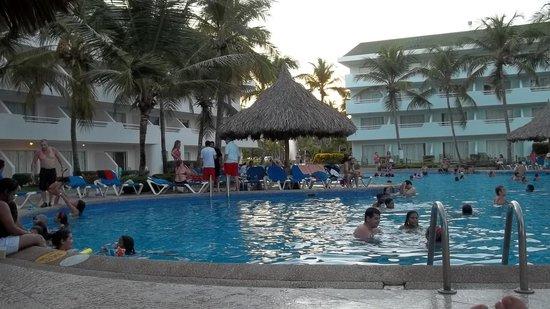 Isla Caribe Beach Hotel : Piscina Principal del Hotel