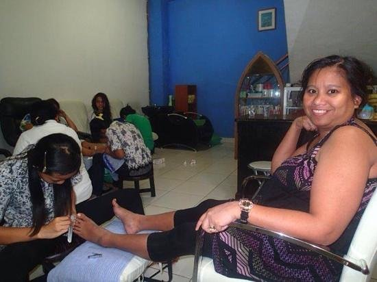 Bali Segara Spa : having our nails done after 3 hours of massage and other treatments