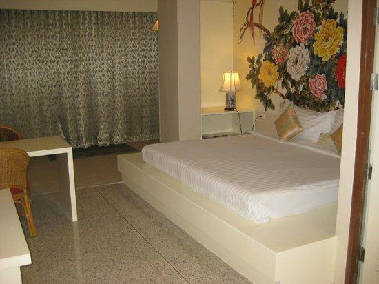 Sino House Phuket Hotel and Apartment : Spacious room