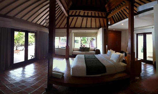 The Menjangan: The Beach Villa lay out. The bathroom is outside and the doors to it are located behind the bed.