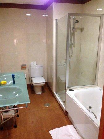 AC Hotel Almeria: Así da ganas de permanecer en el baño