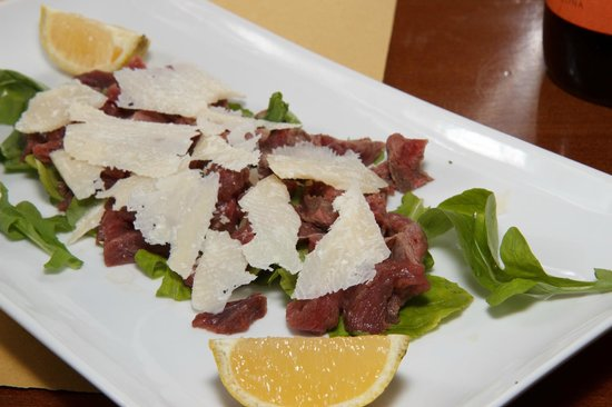 Piacere Mio Ristorante & Gelateria: Filetto Beef strips with Parmigiano Cheese and Rockets salad