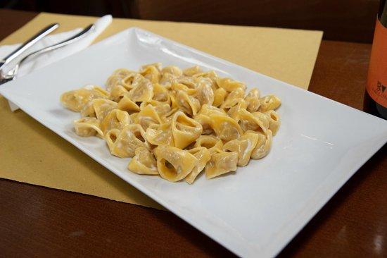 Piacere Mio Ristorante & Gelateria: Tortellini with cream sauce